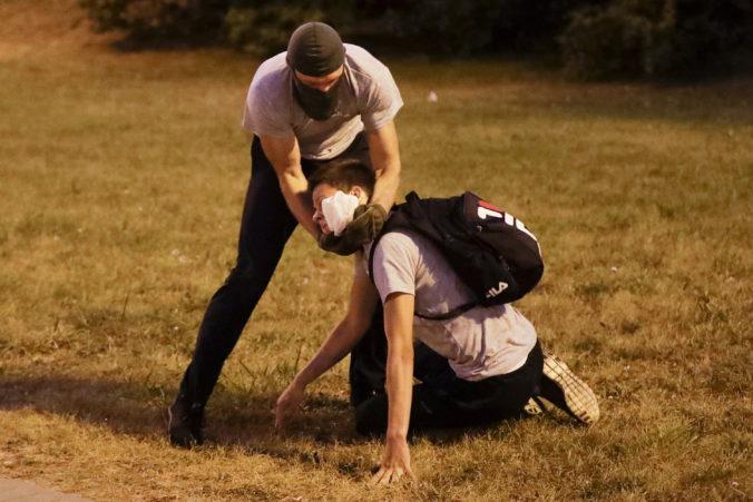 Policajné násilie v Bielorusku musí skončiť, Amnesty žiada okamžité prepustenie protestujúcich