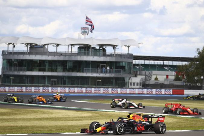 Záver Veľkej ceny Anglicka sprevádzali okrem triumfu Hamiltona aj viaceré problémy s pneumatikami, Pirelli to vyšetruje
