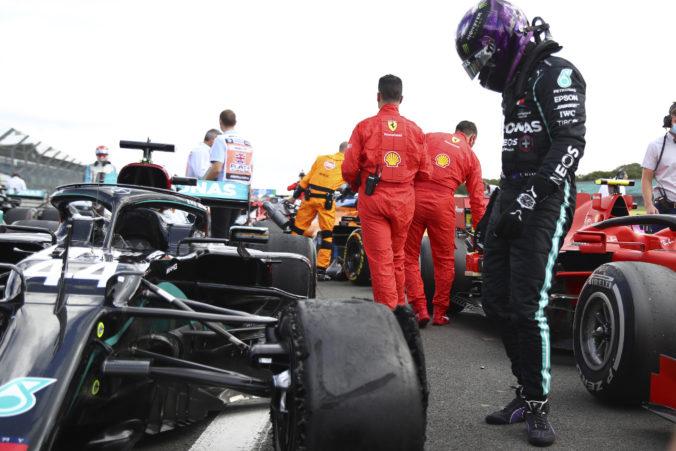 Pirelli už pozná dôvod prasknutých pneumatík v Silverstone, do ďalšej Veľkej ceny musí spraviť zmeny