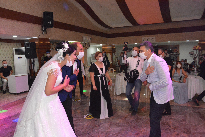 Aktualizované: Úrad zdravotníctva Slovákom – neorganizujte svadby ani oslavy!
