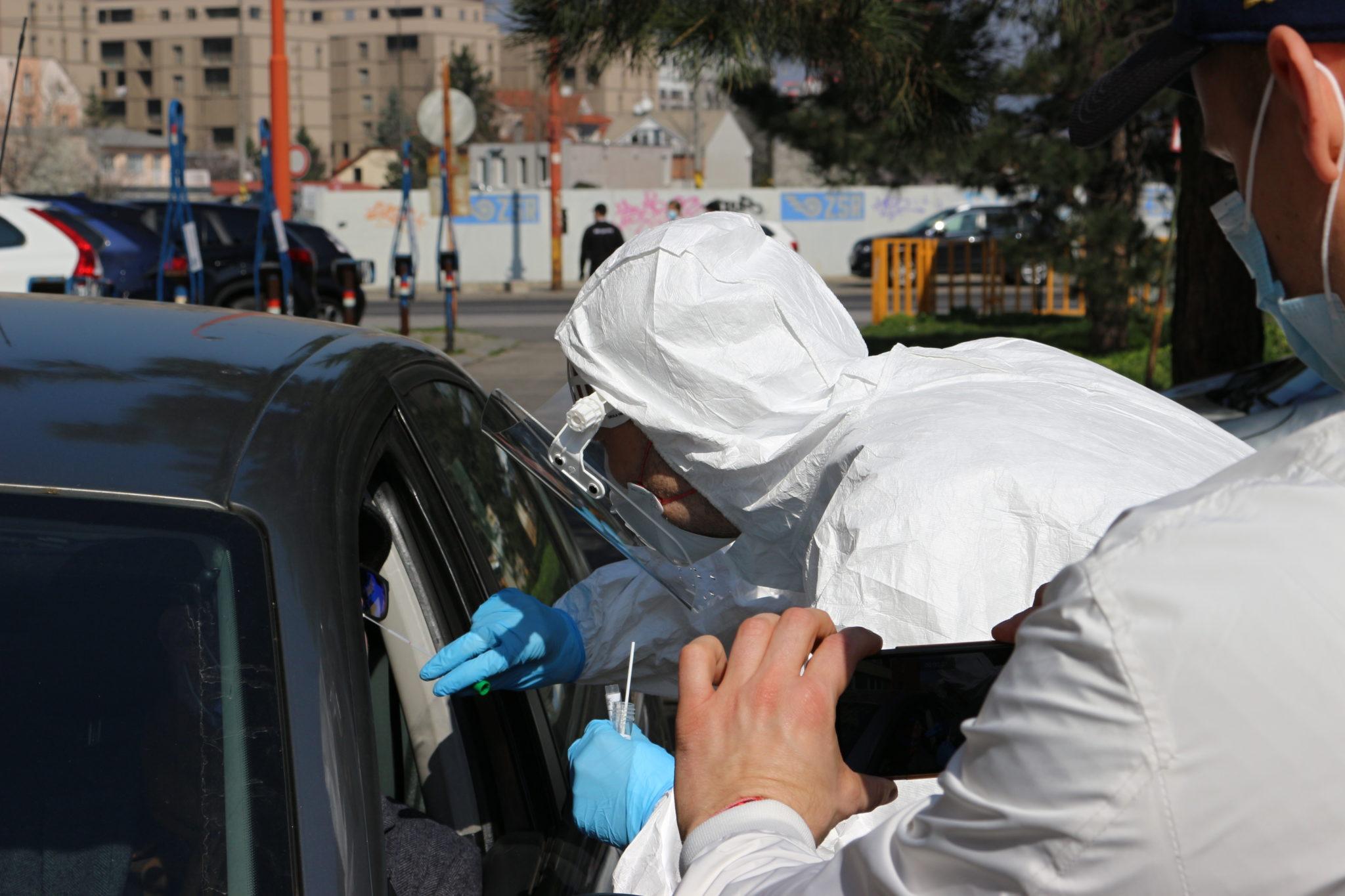 Aktualizované (sobota): Poznáme podrobnosti o novonakazených Slovákov koronavírusom
