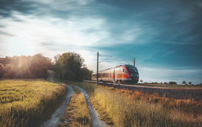 ZSSK dočasne nahradí vlaky autobusmi v úseku Žarnovica – Nová Baňa. Rekonštrukcia trate zlepší kvalitu cestovania