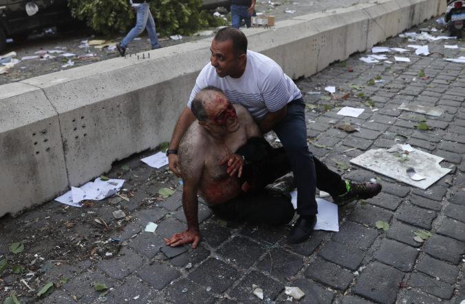 Bejrútom otriasol mohutný výbuch, spôsobil škody v okruhu niekoľkých kilometrov (video)