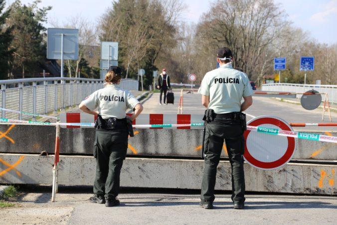 Polícia zhrnula pravidlá pri vstupe na Slovensko. Ak nemáte urobený test, karanténa vás neminie