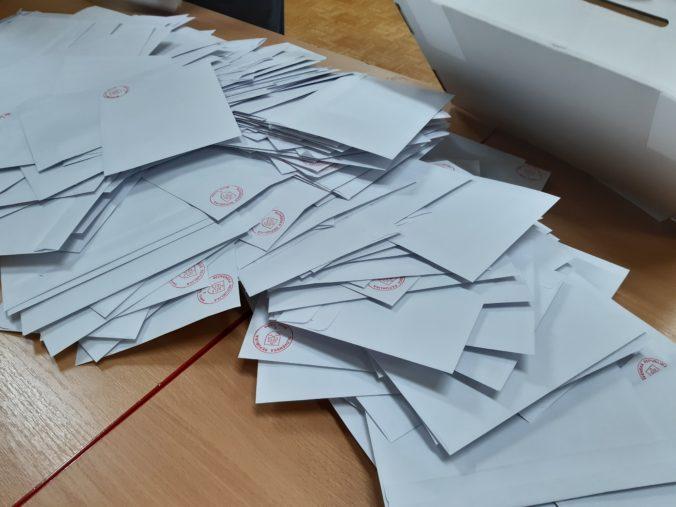Poštou by sa malo dať voliť pri všetkých voľbách aj zo Slovenska, navrhuje združenie Srdcom doma