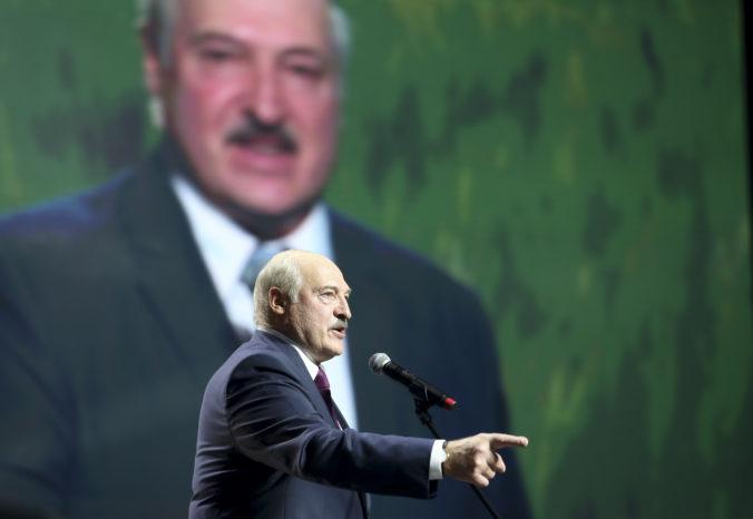 Hranice na západe Bieloruska sú otvorené, hoci Lukašenko hrozil ich zatvorením