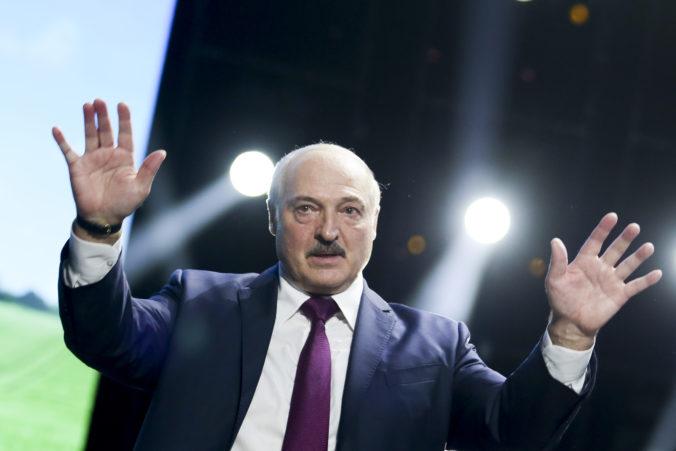 Lukašenko postavil armádu do pozoru a zatvoril hranice s Poľskom i Litvou (foto+video)