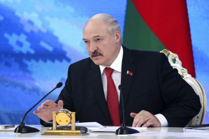 Veľká Británia a Kanada udelili sankcie na Lukašenka, neprijímajú výsledok zmanipulovaných volieb
