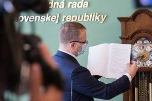 Prípad diplomovej práce Borisa Kollára neskončil, polícia začala trestné stíhanie