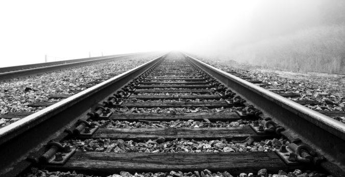 Dieťa neprežilo zrážku s vlakom na železničnej trati v Martine