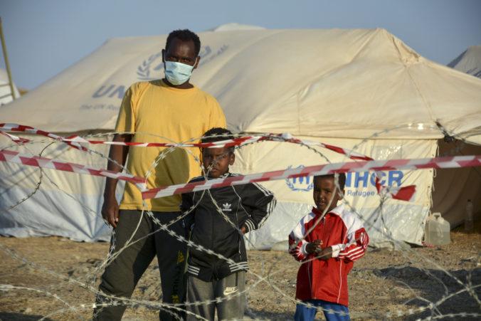 Viac ako dvesto ľudí v utečeneckom tábore Kara Tepe na Lesbose je infikovaných koronavírusom