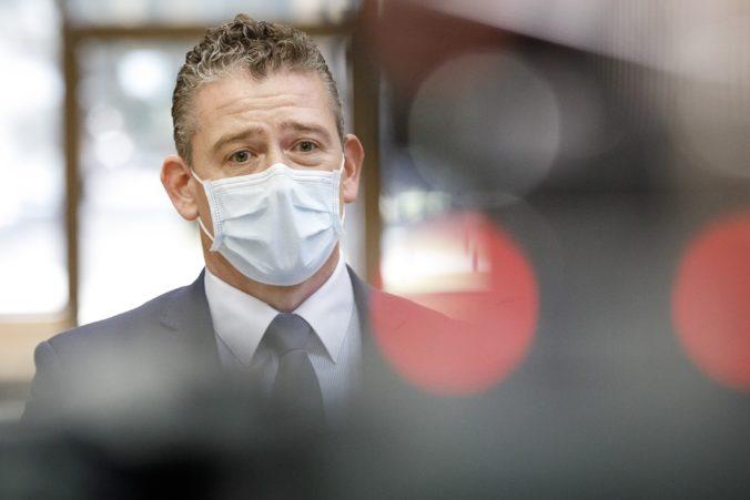Ak sa bude koronavírus na Slovensku zhoršovať, Mikulec nevylúčil návrat policajtov na hranice