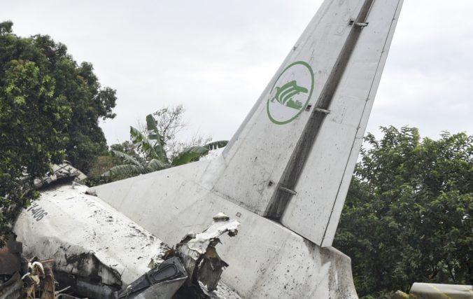 Na letisku havarovalo kenské nákladné lietadlo, malo naraziť do betónovej bariéry