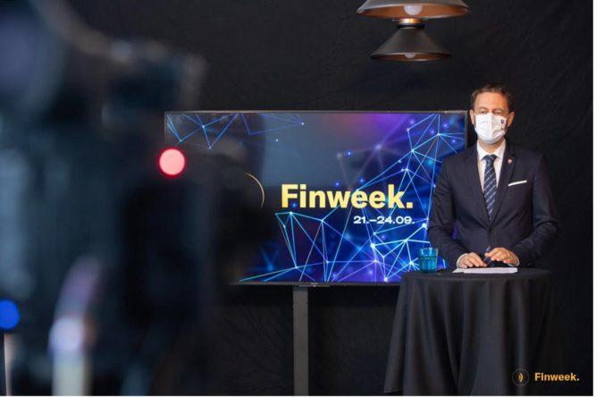 """Eduard Heger osobne otvoril konferenciu Finweek. """"Silnejšími sa stávame vďaka správnym rozhodnutiam jednotlivcov. Preto si posun vpred vyžaduje vedomosti."""""""