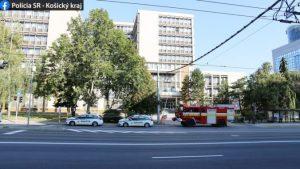 Muž nahlásil bombu na súdoch v Prešove a Košiciach, policajti ho za pár minút vypátrali (foto)