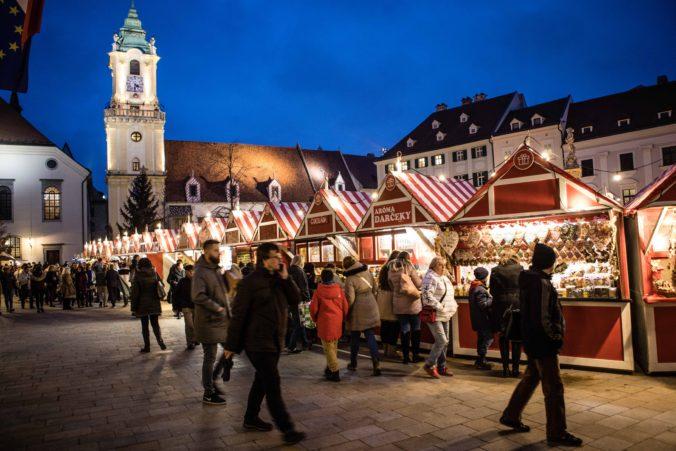 Bratislava ruší tradičné vianočné trhy, dôvodom je druhá vlna pandémie koronavírusu