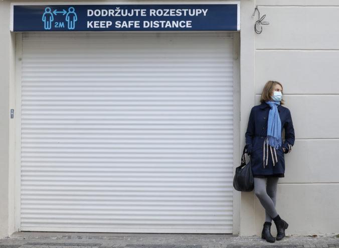 Česko čaká tridsať dní v núdzovom stave, šport bude bez divákov a omše bez spevu