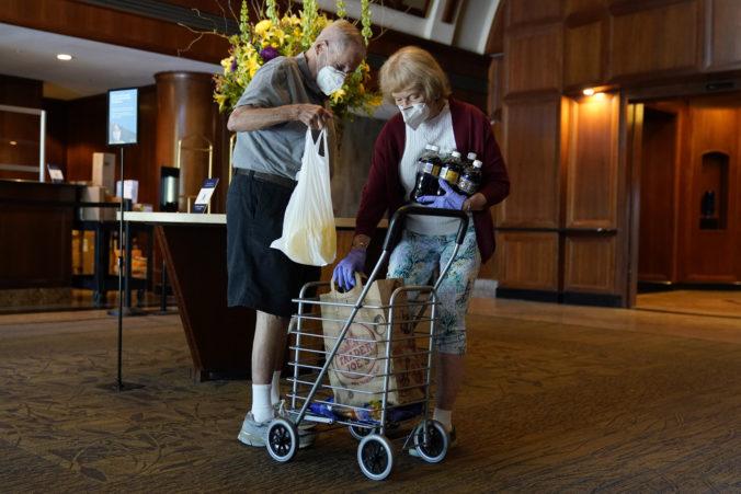 Ruskí seniori by nemali vychádzať z domovov, úrady sa snažia eliminovať riziko nákazy