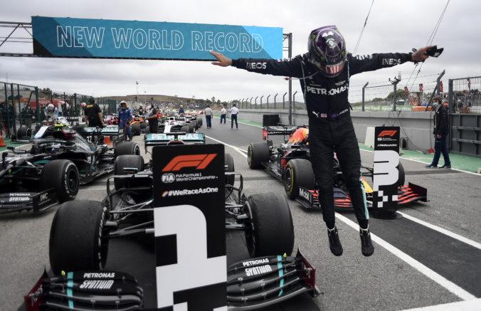 Hamilton na Veľkej cene Portugalska prekonal rekord Schumachera, môže aj ďalší