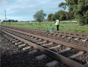 Muža vo Fiľakove zrazil vlak, spôsobil mu devastačné poranenie nohy
