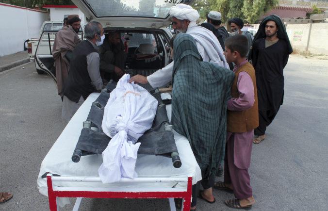 Samovražedné útoky zabili v Afganistane najmenej 34 ľudí, medzi zranenými sú aj deti