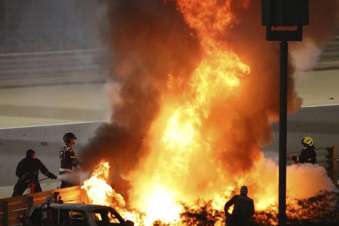 Grosjean mal počas VC Bahrajnu vážnu nehodu, pri požiari monopostu utrpel popáleniny (foto)