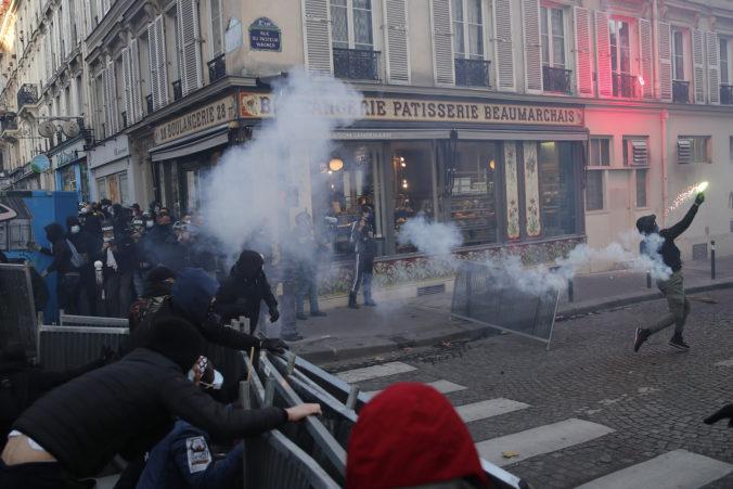 Vo viacerých mestách Francúzska sa protestuje proti kontroverznému zákonu o bezpečnosti
