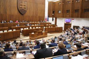 Grendel otvoril 18. schôdzu parlamentu a vyhovel Ficovi, mal by vystúpiť aj šéf ústavného súdu (naživo)