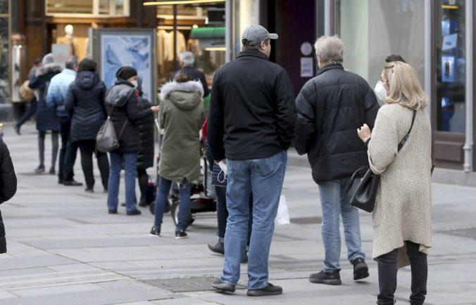 Rakúsko spustí plošné testovanie na koronavírus, chce sa vyhnúť ďalším lockdownom