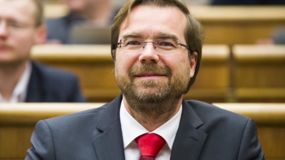 Minister Krajčí má plán: Sprísniť opatrenia, testovať, testovať, testovať, ďalej príde už len lockdown!