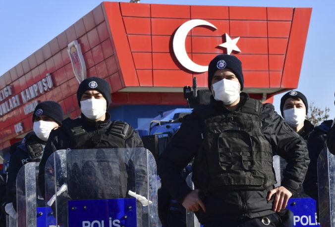 Za účasť na pokuse o prevrat odsúdilo Turecko bývalých vojakov i štátnych zamestnancov na doživotie