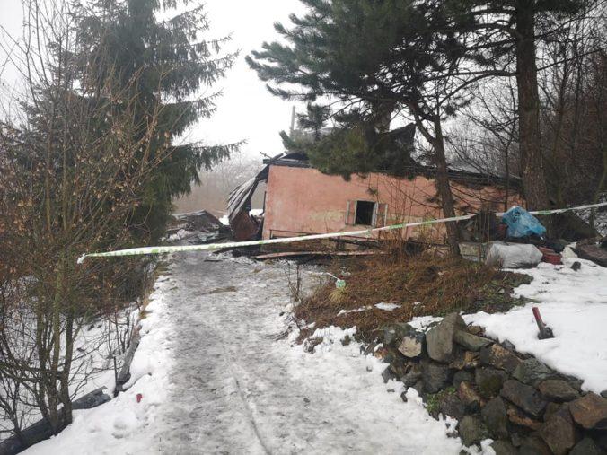 V Štiavnických Baniach horel dom, po uhasení ohňa v ňom požiarnici našli telo neznámej ženy (foto)