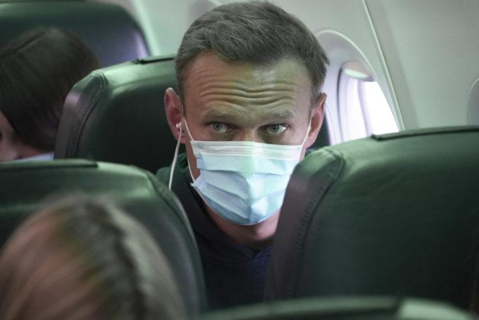 Kritik Kremľa Alexej Navaľnyj sa vrátil do Ruska, ihneď po prílete ho zatkla väzenská služba