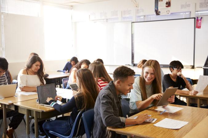 Grécki študenti sa vrátia do škôl, nočný zákaz vychádzania či cestovania po krajine zostáva v platnosti