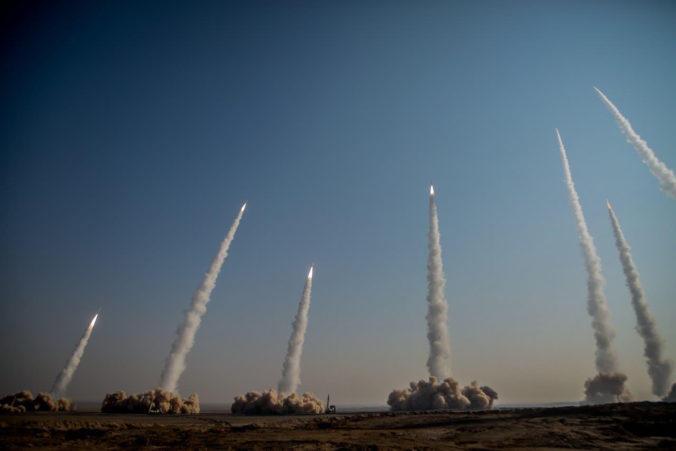 V Iráne sa uskutočnilo ďalšie vojenské cvičenie, vypustili počas neho niekoľko balistických rakiet v púšti