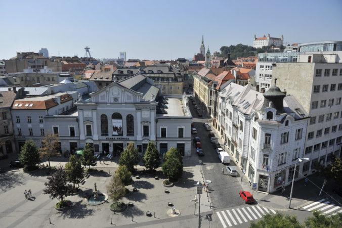Bratislavské Staré Mesto spravilo výnimku a dočasne pre koronavírus umožní vstup autom aj do pešej zóny