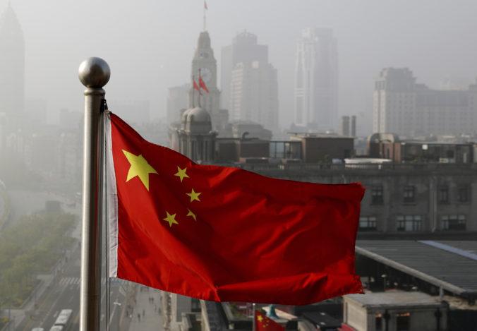 Twitter pre dehumanizáciu ujgurských žien zablokoval účet čínskej ambasády vo Washingtone