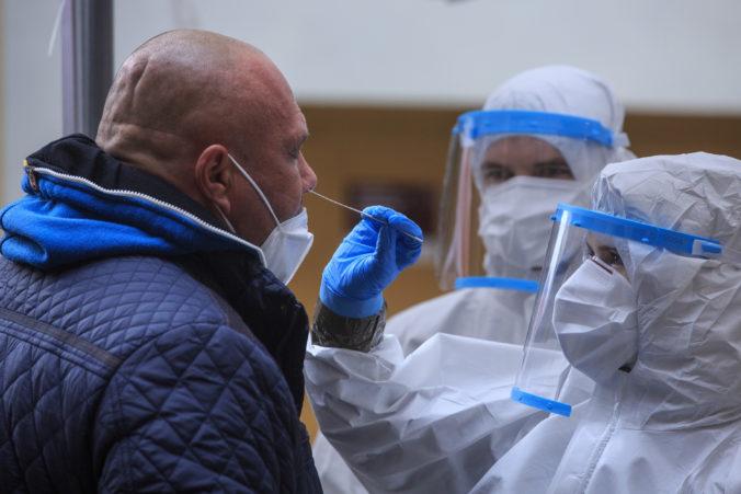 Nitra spustila tretie kolo plošného testovania, cez víkend budú odbery robiť aj okolité obce