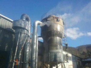 Hasiči zasahovali pri požiari v obci Podzámčok, horelo desať metrov vysoké silo