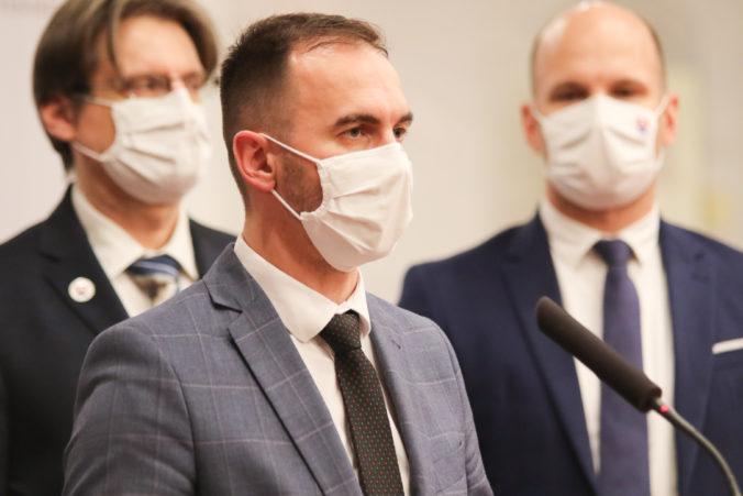 Poslanecký klub hnutia OĽaNO bude v stredu rokovať aj o rekonštrukcii vlády, povedal Šipoš