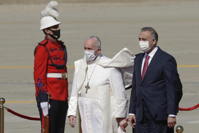 Pápež František prvýkrát v histórii prišiel do Iraku, počas pandémie chce podporiť kresťanov (video)