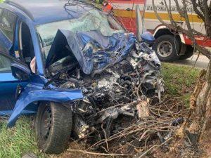 Pri obci Šintava došlo k tragickej dopravnej nehode, po náraze auta do stromu zomrel jeden človek