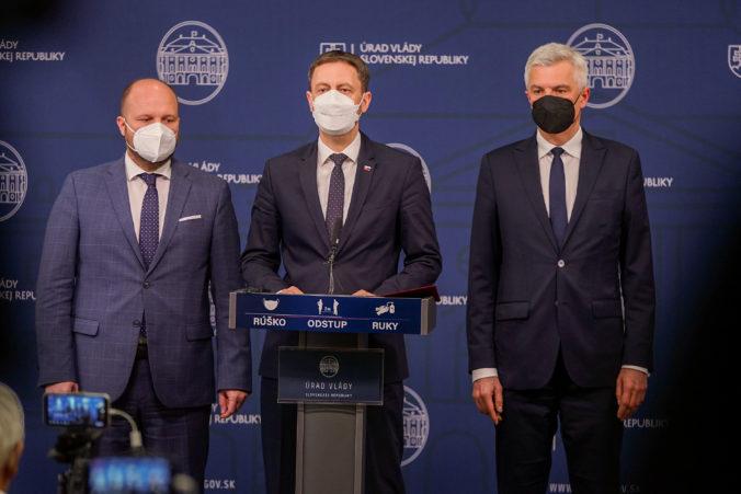 Slovensko vyhostí troch ruských diplomatov, oznámil premiér