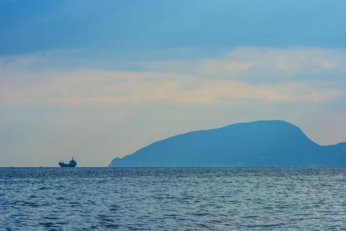 Moskva trvá na svojom práve obmedziť pohyb zahraničných lodí pri polostrove Krym