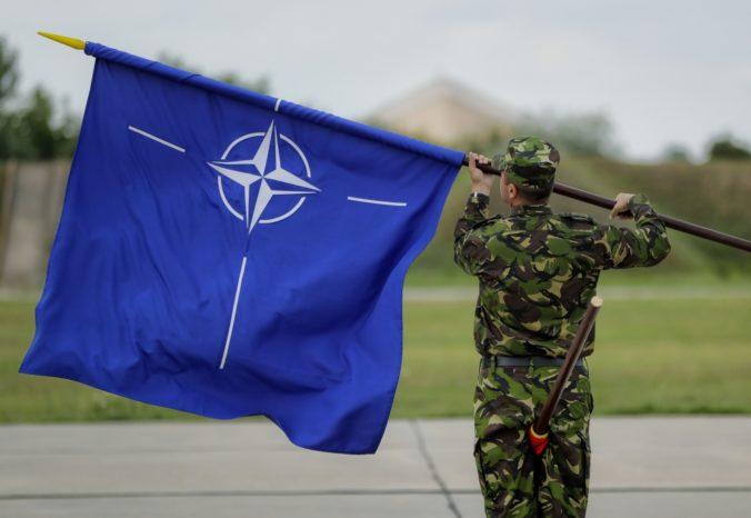 NATO vyjadrilo solidaritu s Českou republikou, znepokojené je destabilizačnými akciami Ruska