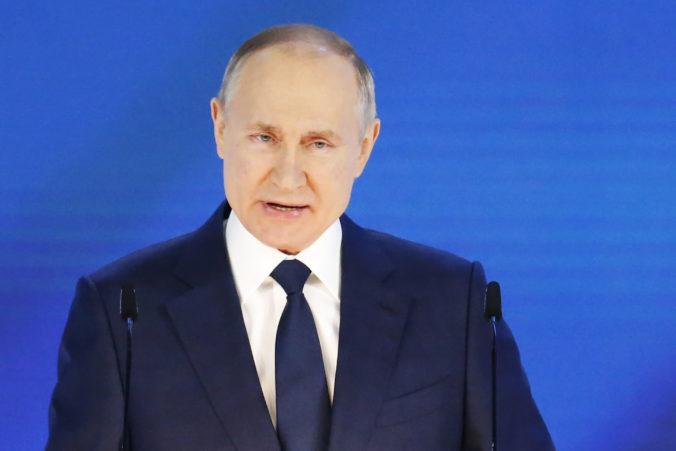 Putin chváli reakciu krajiny na pandémiu a vyzval na urýchlenie očkovania, Rusom sľúbil aj nové dávky