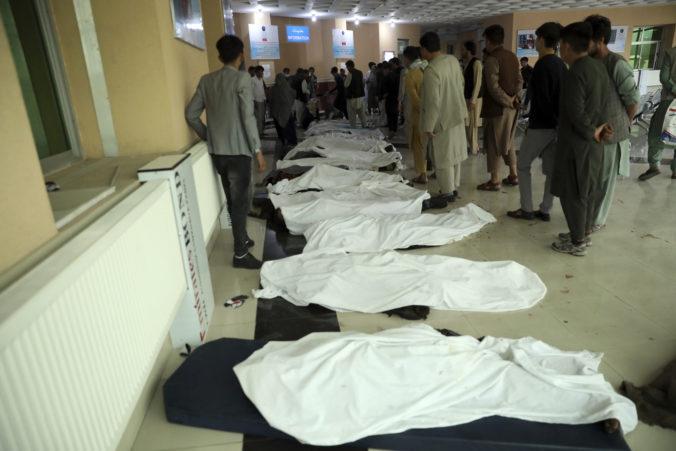 Bombový útok na dievčenskú školu má až 50 obetí, k činu sa zatiaľ nikto neprihlásil (video)