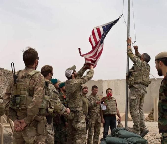 Stiahnutie vojakov z Afganistanu je podľa Zemana horšie ako zločin, Taliban prirovnal k Hitlerovi