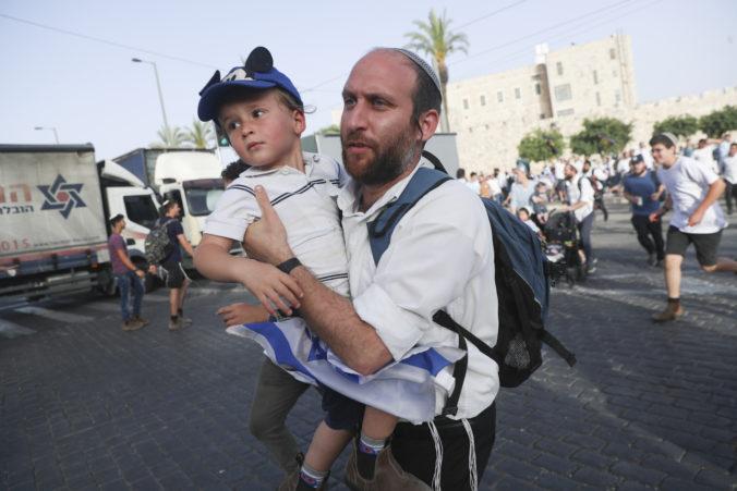 Hamas vypálil rakety na Jeruzalem a hrozí ďalšími útokmi, ak Izrael opäť napadne mešitu al-Aksá
