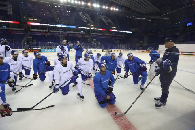 Slovenskí hokejisti budú v príprave bez troch hráčov, reprezentáciu však posilnia Húska a Lantoši